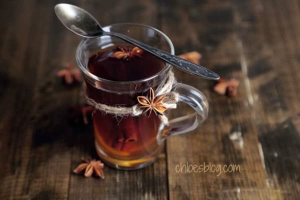 Warm mulled cider is a great way to please a crowd on chilly days. It is easy to make and doesn't cost much. A great way to start the holidays! @bigmill | http://chloesblog.bigmill.com/spiced-mulled-cider-recipe