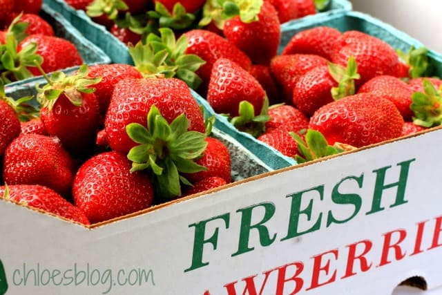 Want your fresh berries to last up to a week longer? Here's the recipe | http://chloesblog.bigmill.com/washing-berries-in-a-vinegar-wash/for a vinegar wash used at Big Mill B and B near Greenville, NC | http://chloesblog.bigmill.com/washing-berries-in-a-vinegar-wash/